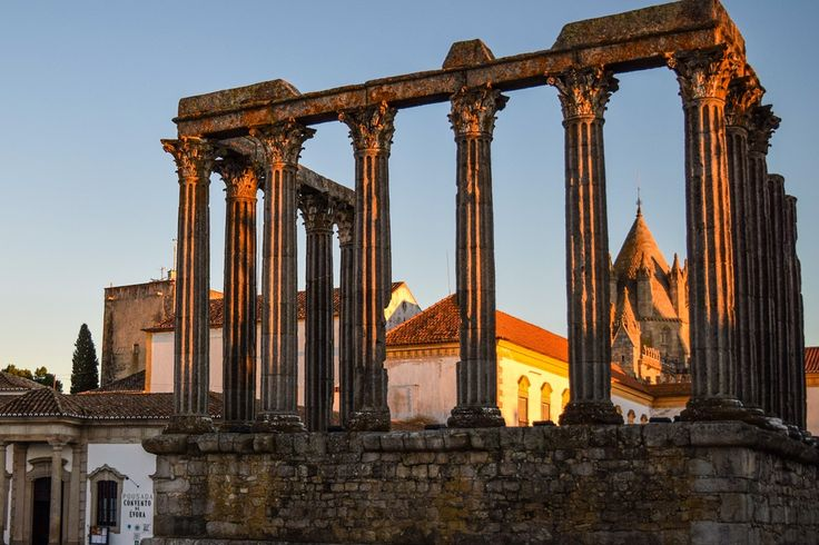 Der Templo Romano in Evóra bei Sonnenuntergang - schön, oder? #visitalentejo #rotadopeixe #aptece #madomistours #twoportugal