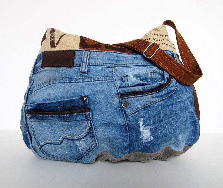 Sac jean cuir recyclé denim upcycling,sac patchwork,country chic,sac rond,sac bobo,besace, jean recyclé,sac plissé,sac zippé,sac à main,bohème : Sacs bandoulière par aufildelondine