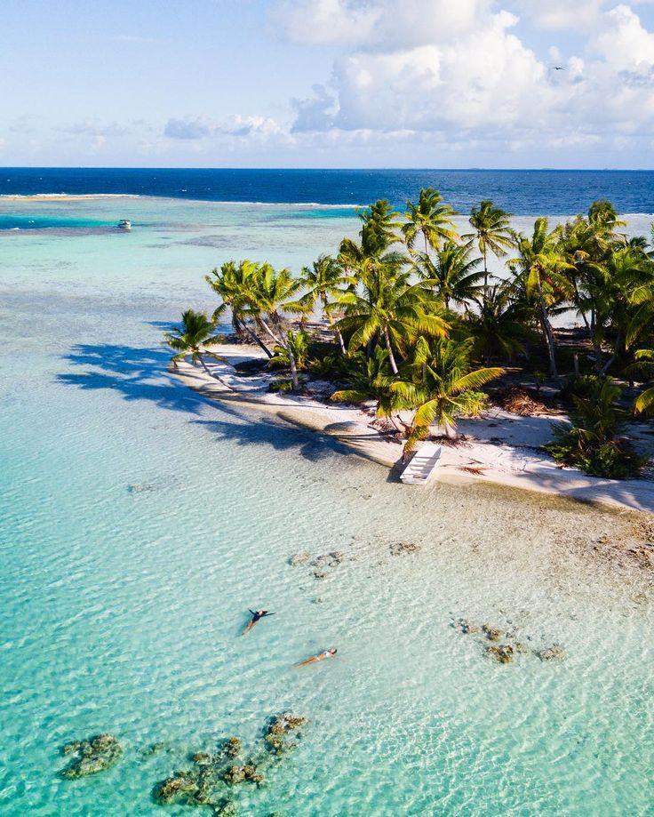 Tahiti water via (@chelseakauai)