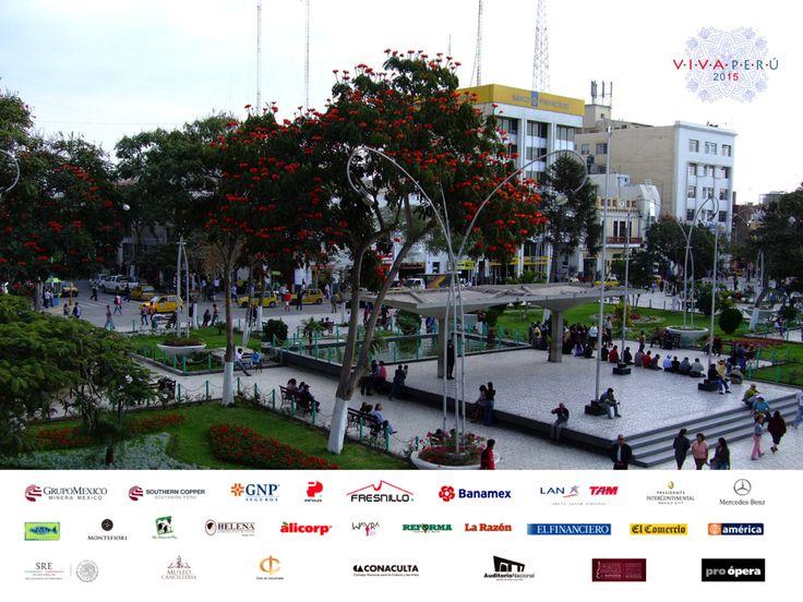 #vivaperuVIVA EN EL MUNDO. Le invitamos a conocer el Parque Principal ubicado en el centro de Chiclayo, desde este maravilloso sitio, podrá admirar la hermosa arquitectura colonial de esta zona. Fue inaugurado el 30 de Agosto de 1919 y construido por iniciativa de Don Víctor Larco Herrera, filántropo trujillano quién financió los trabajos preliminares. ¡VIVA es unir celebrando! Le invitamos a participar del evento VIVA PERÚ 2015. www.vivaenelmundo.com