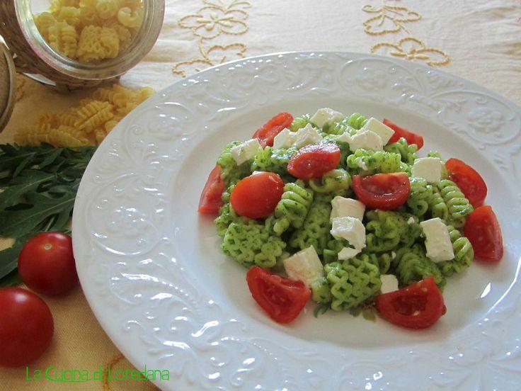 Pasta con pesto di rucola pomodorini e feta
