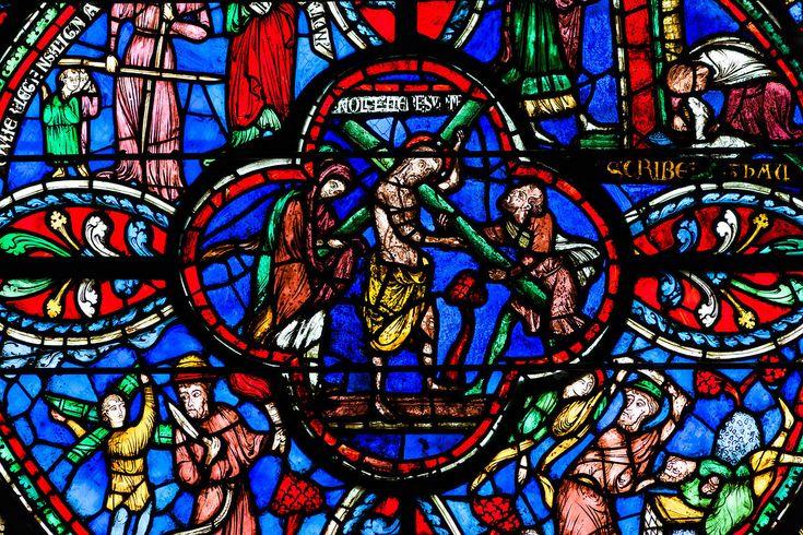 http://medias.photodeck.com/8337c7ce-e888-11e1-9edb-00259030440e/vitraux-christ-porte-la-croix-cathedrale-de-bourges_xgaplus.jpg