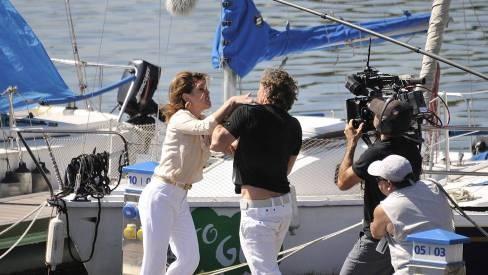 'Avenida Brasil': Carminha vê Max com Nina e enche o amante de tapas. Veja as fotos - Telinha - Extra Online