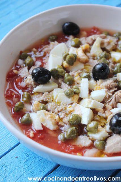 La Ensalada murciana es uno de los grandes platos de Murcia, se trata de una ensalada de invierno que se elabora con tomates en conserva, aunque está tan rica que es perfecta para elaborarla y disfrutarla durante cualquier época del año. La Ensalada murciana, al igual que otros platos tradicionales admite alguna que otra variación