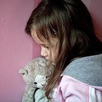 rijksoverheid.nl: Meldcode huiselijk geweld en kindermishandeling - Sinds 1 juli 2013 zijn beroepskrachten verplicht zo'n meldcode te gebruiken bij vermoedens van geweld in huiselijke kring.
