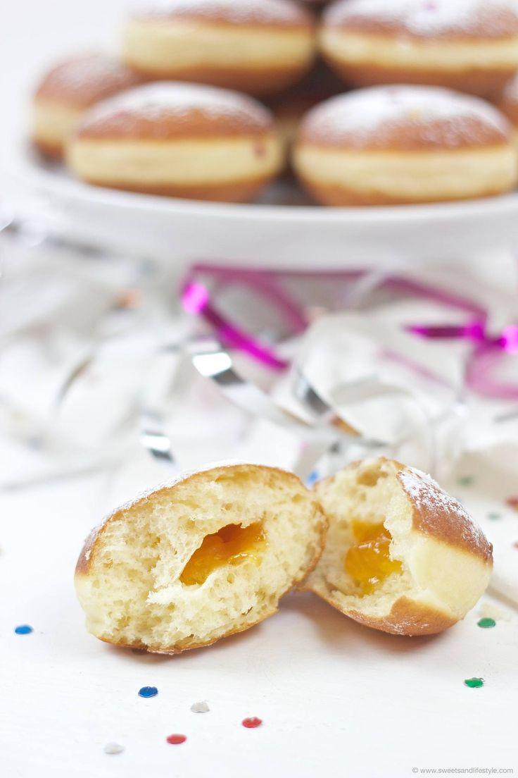 Selbst gemachte Faschingskrapfen (Berliner) // homemade carnival - donuts // Sweets & Lifestyle®️  #fasching #faschingskrapfen #berliner #recipe #carnival #donuts #carnivaldonuts #baking #food #chocolatesponge #sweetsandlifestyle