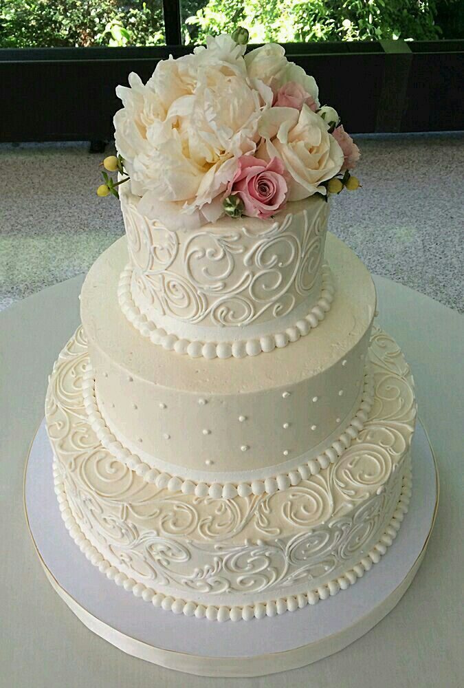 Beautiful cake for Mrs. Jodi or Lisa T. to make