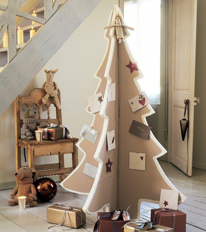 Un sapin de Noël en carton