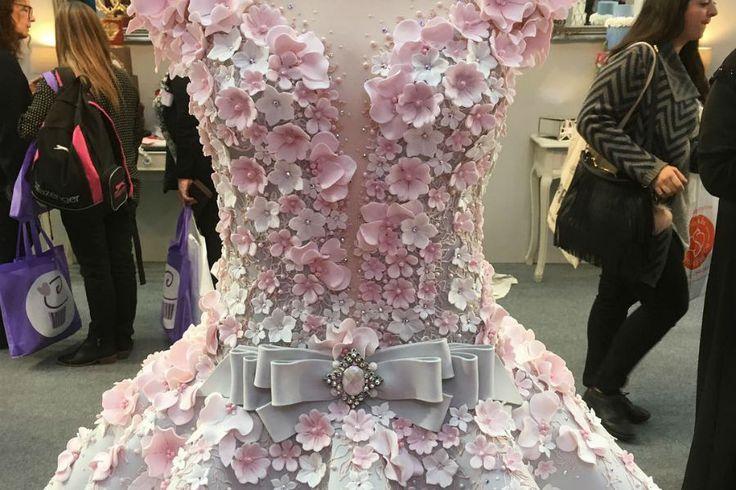 Una espectacular torta en forma de vestido de novia