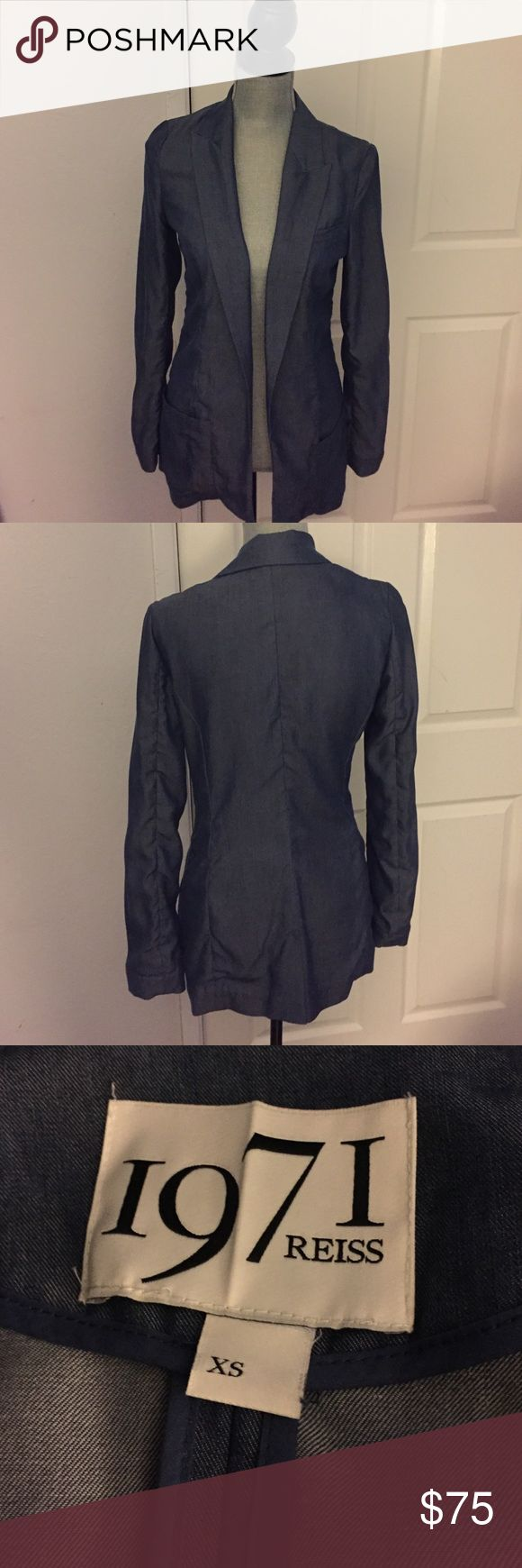 Reiss 1971 Blazer XS Preloved! In good condition! 100% Lyocell. 🚫Trades!! Open to reasonable offers through the offer button!! Reiss Jackets & Coats Blazers