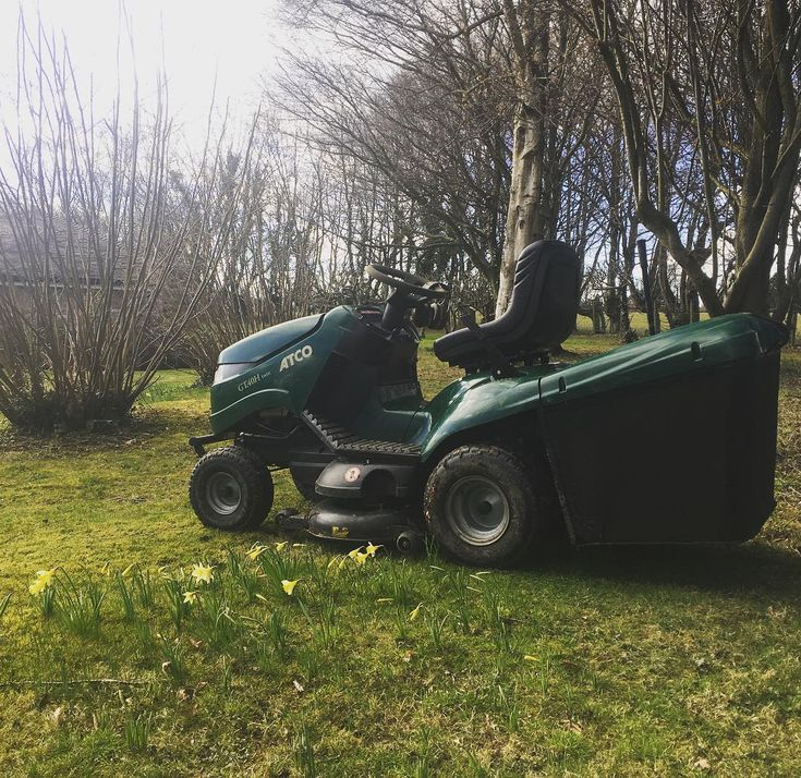 Broke the #atco out today for the first cut of 2018 still a little wet but client wanted it done and did look good plus so good to smell freshly cut grass again. Freshly serviced and new blades gave a great cut but didnt stay clean for long  #boundarylandscapes #gardener #gardening #gardencare #gardeninglife #gardenservices #gardenmaintenance #groundscare #groundsmaintenance #landscaping #fencing #woodenfence #decking #woodendeck #westsussex #westkent #eastsussex #eastgrinstead #tonbridge…