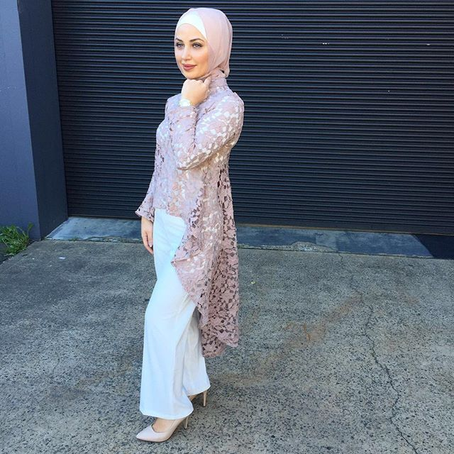 Our Dusty Pink Crochet High Low  With Your Favourite Wide Leg Pants  Call Our Store Phone To Place A Speedy Order :Chester Hill 02 9644 5424 :Broadmeadows 03 9309 4984  #modelleofficial #ootd #hootd #hijab #fashion #voguehijabs #coveredhair  #getthelook #outfit #modest #muslimah #style #styling #fashion #fashionblogger #fashionista