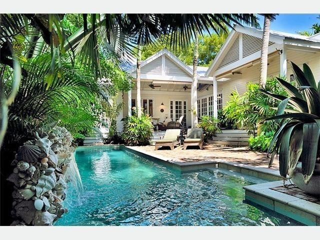 Heavenly Zen: a quiet courtyard & pool with waterfall... - Historic Seaport house rental