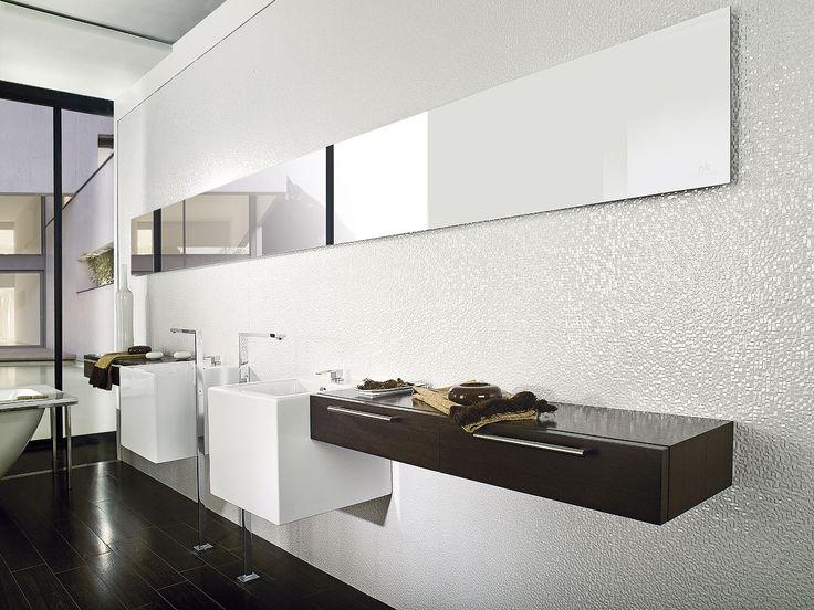 Fashionable Black And White Bathroom With Porcelanosa S Ceramic Tiles Floor Par Ker Wengé Wall Cúbica Blanco
