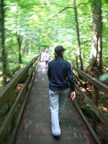 Kasia na ścieżce przyrodniczej
