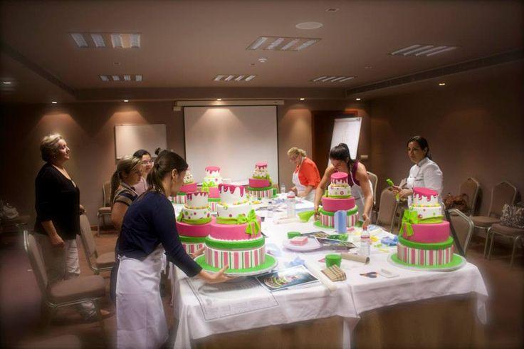Formação promovida pela Arte&Bolos com Antonella Di Maria - 8, Outubro 2014 | https://www.facebook.com/pages/ARTE-BOLOS/580385692015133?sk=photos_stream
