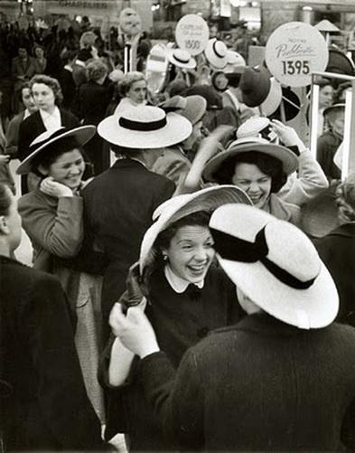 robert doisneau 1956 women same hat