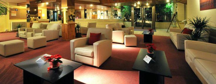 Elegantes y luminosos salones situados en la planta baja con cobertura wi-fi gratuita.
