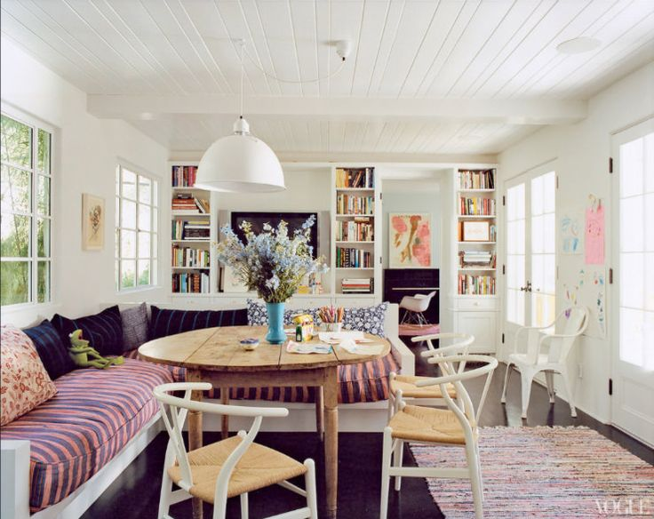 i just want a little built-in banquette. really really bad.: Dining Rooms, Wishbone Chairs, Living Rooms, Houses, Benches, Breakfast Nooks, Interiors, Amanda Peet