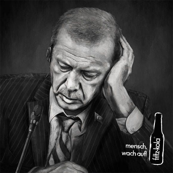 Nächsten Freitag beginnt in Hamburg der G20 Gipfel und es werden umfassende Proteste erwartet. Auch Fritz Kola hat sich positioniert – mit einer beeindruckenden Kampagne samt Spendenversprechen. »Mensch, wach auf!«, heißt es auf zahlreichen Hamburger Plakatwänden und dazu sieht man Trump, Erdogan und Putin im Halbschlaf. Mit der Kampagne und dem Hashtag #menschwachauf ruft Fritz...