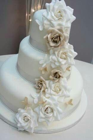 Pastel de tres pisos boda