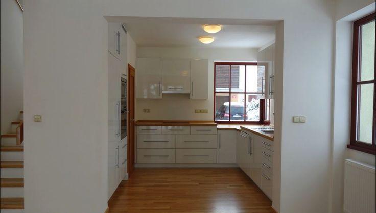 Продажа дома 5+1, Прага 5, цена 480 100 евро http://portal-eu.ru/doma/5-komn/realty146  Предлагаем на продажу семейный дом,планировки 5+1,площадью 174 кв.м расположенный в тихом жилом районе Прага 5 по улице Нова Колоние 6 .Этот дом готов к заселению и является частью закрытого комплекса состоящего из  20 домов, которые архитектурно рассматриваться как единое целое. Комплекс образуют уникальную атмосферу спокойствия и безопасности. Большая спальня на 1-ом  этаже можно технически разделить на…