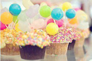 Venho suplicar a Deus que neste aniversário você encontre os ingredientes necessários para que, a cada novo minuto da sua vida, tudo se torne muito mais colorido. Meus parabéns e muitas felicidade!