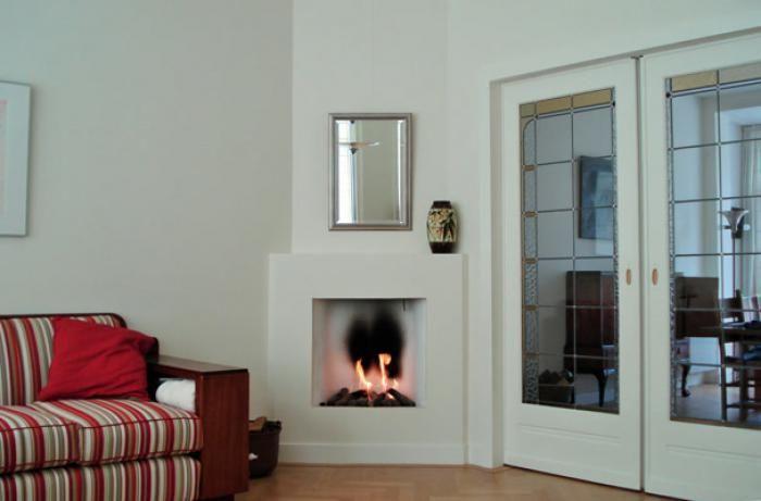 Klassieke inbouw haard in een schuine hoek, jaren '30 woning | Profires - inspiratie voor sfeerverwarming