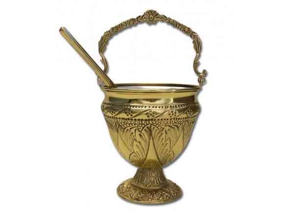 Acetre cincelado con hisopo - 17,5 cm. de altura / Hammered Holy Water pot in golden plated brass, 17,50 high http://www.articulosreligiososbrabander.es/comprar-hisopo-acetre-metal-repujado-dorado.html