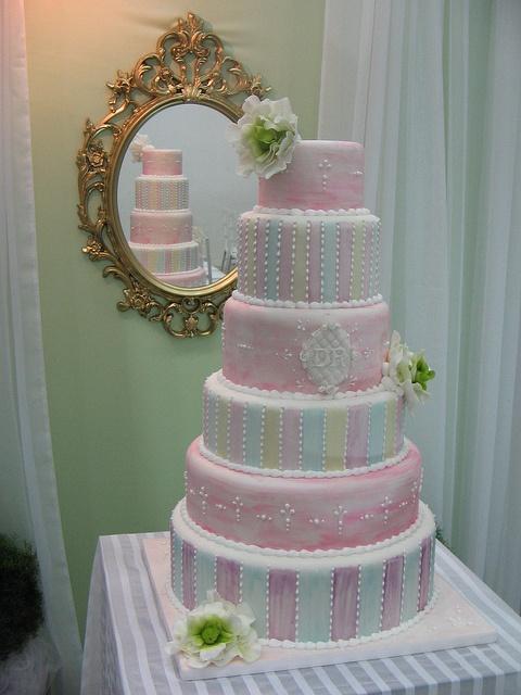 Bolo de casamento aquarelado (www.djalmareinaldo.com.br) by Djalmma Reinalldo (Cake Designer), via Flickr