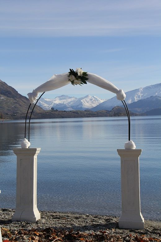 arch with pedestals www.wanakaweddingflowers.co.nz/gallery/