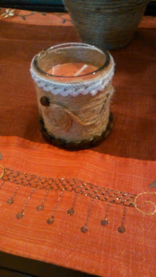 candele piccole decorate con corda juta e chicci di caffè