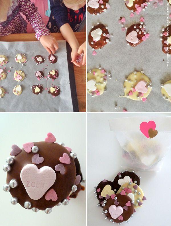 chocolade hartjes maken voor Valentijn  www.moodkids.nl/valentijn