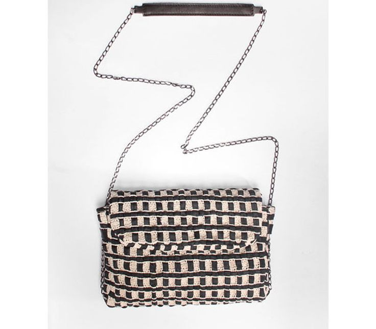 Sun. Ladies bag in handwoven fabric, chain and leather handle. 60% cotton-40% poly. Dolores black.