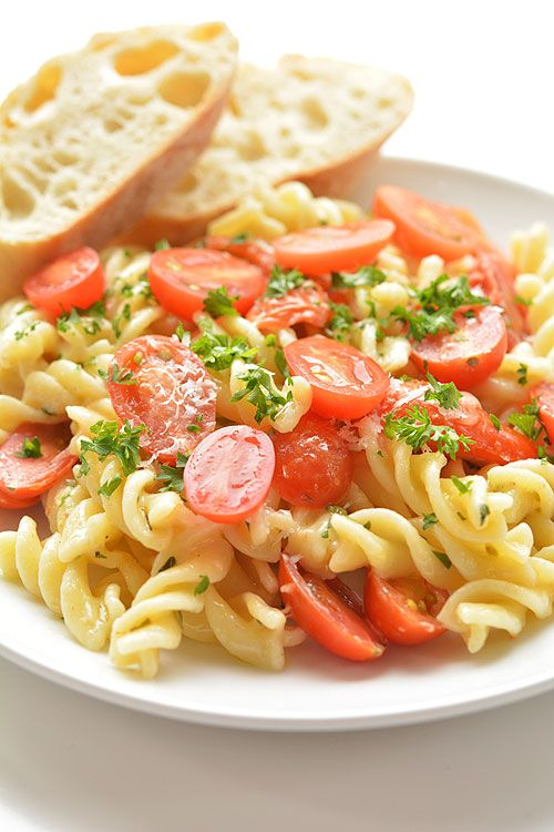 This cherry tomato rotini makes a SUPER EASY summer meal! It's ready in 20 min and you only need one pot! Fresh tomatoes, fresh garlic and fresh basil. Mmmm...