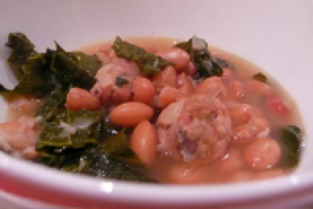 Recipe for pressure cooker cranberry bean, sausage and kale stew: Cranberry bean stew cooks in 10 minutes in the pressure cooker.