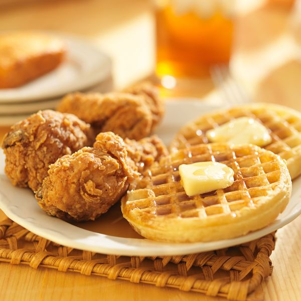 Classic American Recipe: Fried Chicken And Waffles With Maple Syrup -- http://12tomatoes.com/2014/11/classic-american-recipe-fried-chicken-and-waffles-with-maple-syrup.html