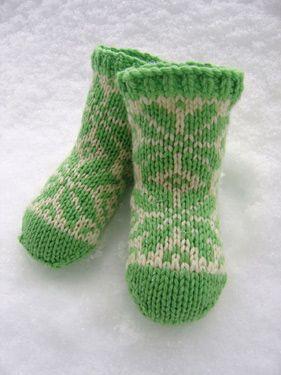Flakey baby socks - featured in http://issuu.com/mespetitesmainsmagazine/docs/mpmm_4_spring_2011?mode=embedFree Pattern, Free Knits, Flakey Baby, Knitting Patterns Baby, Pattern Freepattern, Baby Socks, Knits Pattern Baby, Knits Baby, Knits Socks
