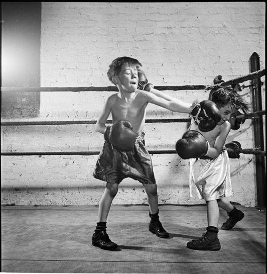 Kids boxing by Kubrick (thx @microbians)