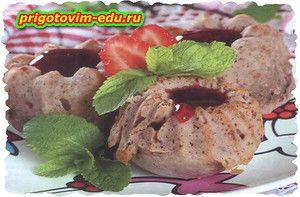 Быстрые кексы из малинового варенья