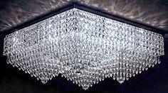 O plafon Cairo possui 61cm x 61cm x 28cm de altura, portanto é ideal para locais amplos com pés direitos baixos. Fabricado em cristais ASFOUR (30% PbO) e acabamento em cromo. #plafondecristal #iluminaçãodecorativa #mundodasluminarias