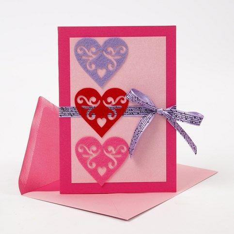Kort med selvklæbende hjerter af filt