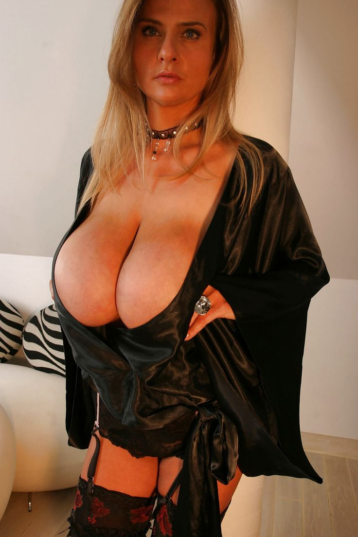 big tits cleavage Mature