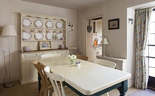 Character+Cottage+In+Prime+Location+++Holiday Rental in Cotswold district from @HomeAwayUK #holiday #rental #travel #homeaway