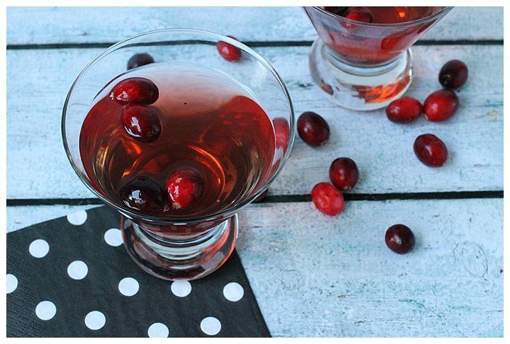 Sparkling Cranberry Martini #recipe via Lip Gloss & Crayons http://www.yummly.com/recipe/Sparkling-Cranberry-Martini-1372481