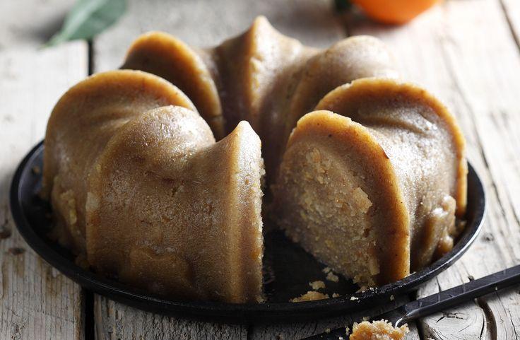 Photo credit: G. Drakopoulos -Food Styling: T. Webb  Αυτός ο χαλβάς έχει ένα υπέροχο άρωμα πορτοκαλιού. Αλλά αν θέλετε να φτιάξετε τον κλασσικό παραδοσιακό σιμιγδαλένιο μας χ...