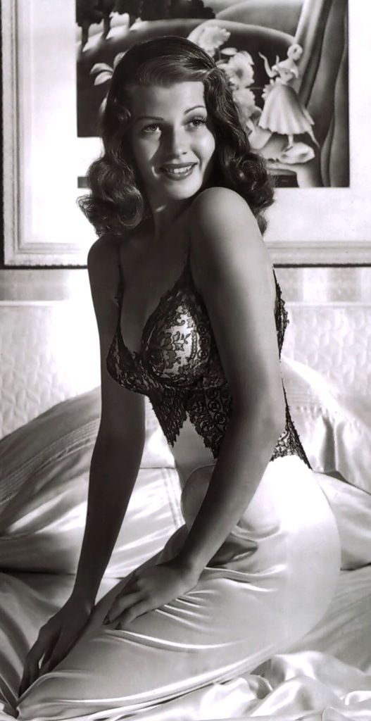 Rita Hayworth. A classic but really gorgeous !