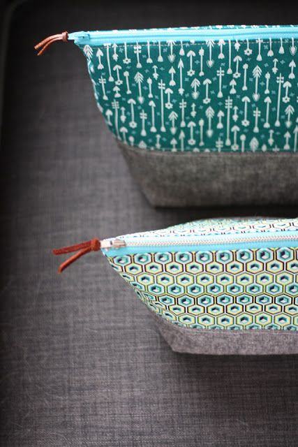 Another awesome zipper pouch tutorial- this one opens wide!
