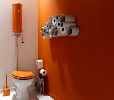 Decoration wc couleur peinture orange blanc rangement for Rangement papier toilette blanc