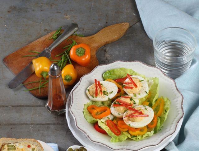 Egy finom Töltött tojás salátával  ebédre vagy vacsorára? Töltött tojás salátával  Receptek a Mindmegette.hu Recept gyűjteményében!
